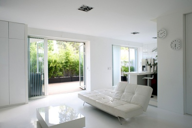 Modern-White-Minimalist-Living-Room-Decor